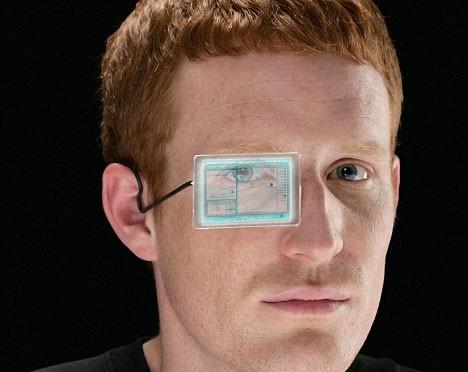 Ý tưởng máy tính đeo mắt từng được xuất hiện tại một triển lãm công nghệ.