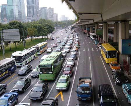 Cảnh ùn tắc giao thông ở Thượng Hải