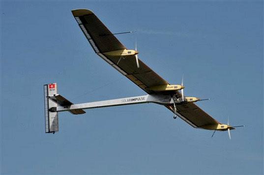 Máy bay năng lượng mặt trời tiếp tục xuyên lục địa