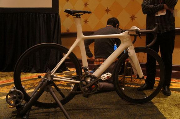 Xe đạp Prius cho phép người sử dụng thay đổi tốc độ bằng suy nghĩ.