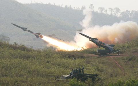 Tên lửa đẩy một vệ tinh do thám của Nhật Bản lên vũ trụ tại Trung tâm Vũ trụ Tanegashima, tỉnh Kagoshima, Nhật Bản vào tháng 12/2011.