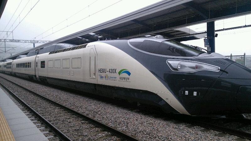 Tàu điện cao tốc mới đa chức năng HEMU-430X