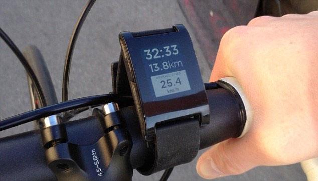 Pebble có khả năng kết nối Bluetooth giúp người dùng dễ dàng thực hiện kết nối không dây.
