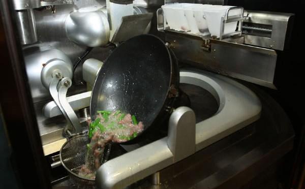 Robot có khả năng phục vụ bữa ăn cho 90 người cùng một lúc