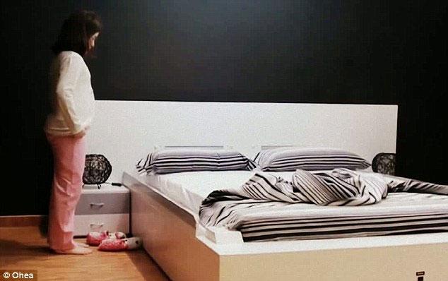 Sau 50 giây, chiếc giường thông minh đã sắp xếp gọn gàng và ngay ngắn