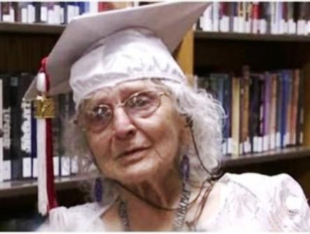 Tốt nghiệp trung học phổ thông ở tuổi 97