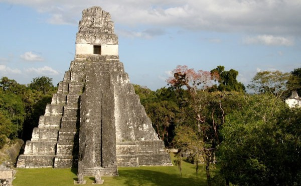 Ngôi đền nổi tiếng của người Maya cổ đại ở Tikal.
