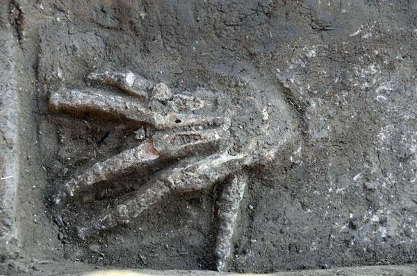 Cắt bàn tay phải có ý nghĩa loại bỏ sức mạnh kẻ thù vĩnh viễn