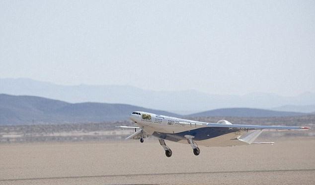 Chiếc máy bay X-48C bay thử nghiệm tại căn cứ không quân Edwards, California, Mỹ.