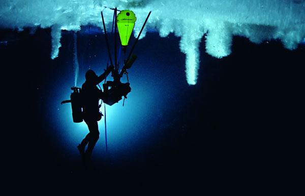 Thám hiểm dưới lòng băng Nam cực