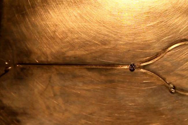 Bộ nhớ flip-flop dựa trên giọt nước