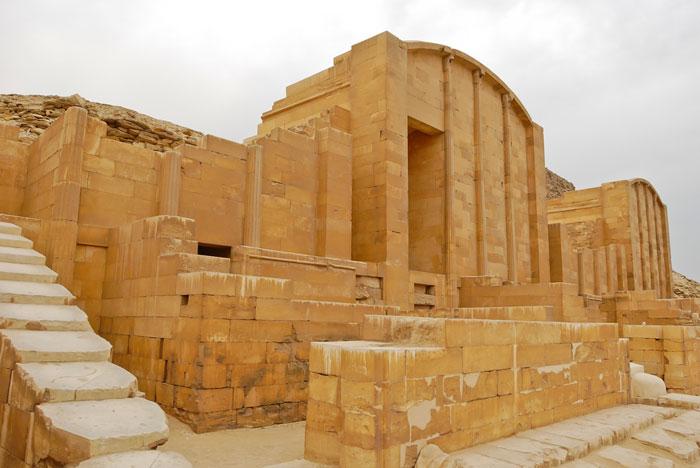 Một nhà thờ nhỏ ở cung điện Hep-Sed ở kim tự tháp bậc thang Djoser