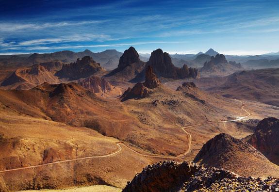 Dãy núi Hoggar ở Algeria nằm ở trung tâm Sahara