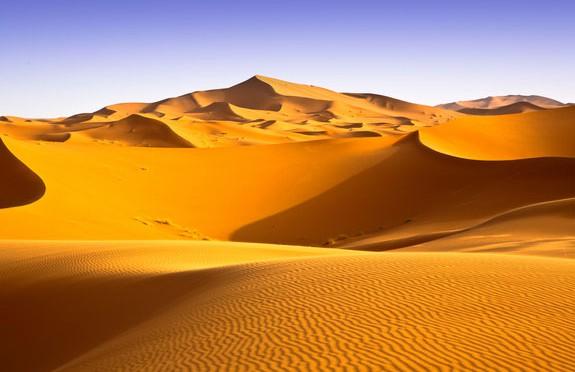 Đây là hình ảnh nhiều người nghĩ về hoang mạc Sahara: một biển các đụn cát. Trên thực tế, địa hình ở đây khá đa dạng.