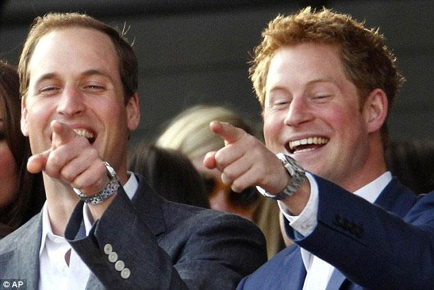 Những người đàn ông có khuôn mặt hồng hào như thái tử Harry (phải) dễ hấp dẫn phụ nữ.