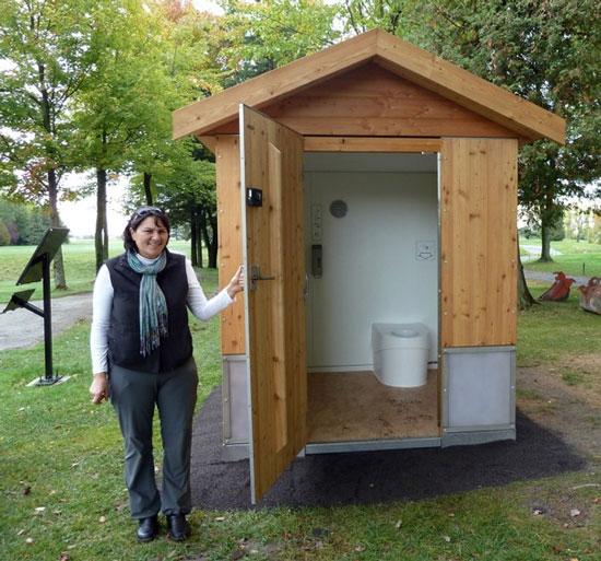 Hệ thống toilet khô và không mùi của Ecosphere Technologies nhờ vào đội quân giun đất