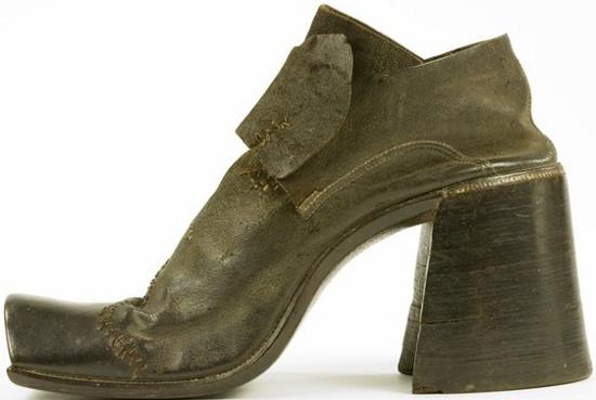 """Một đôi giày """"khủng"""" của đàn ông thời xưa"""