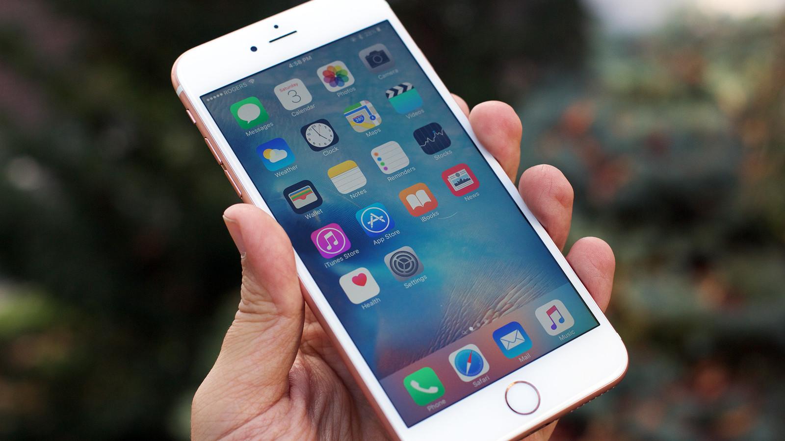 iphone 6s màu vàng hồng rose gold trên tay người dùng